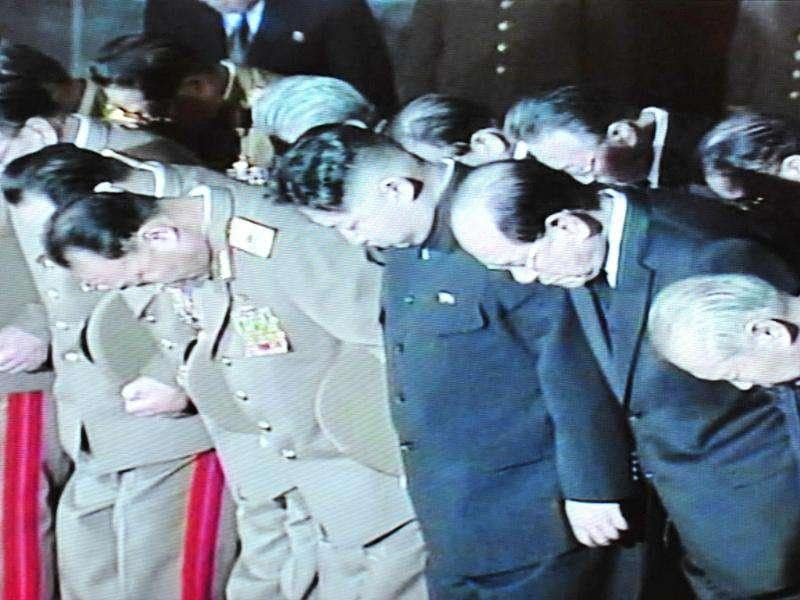 This December 23, 2011 screen capture of the North Korean TV footage shows Kim Jong-Un (C) with senior officials pays condolence near the body of Kim Jong Il lying in state in a glass coffin. AFP photo