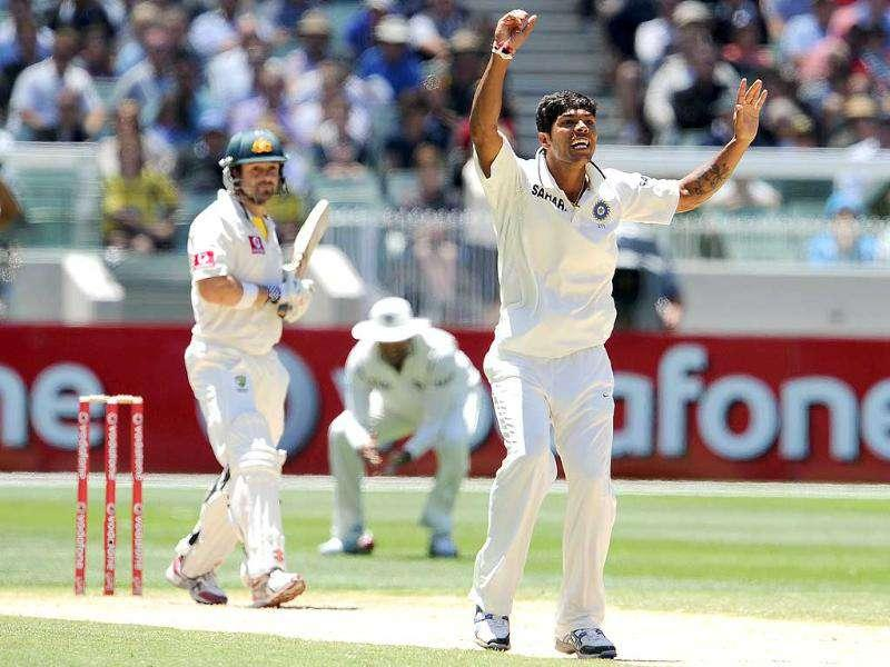 Umesh Yadav (R) appeals successfully for an LBW decision against Australian batsman Ed Cowan on the third day of their first Test match at the MCG in Melbourne. AFP Photo