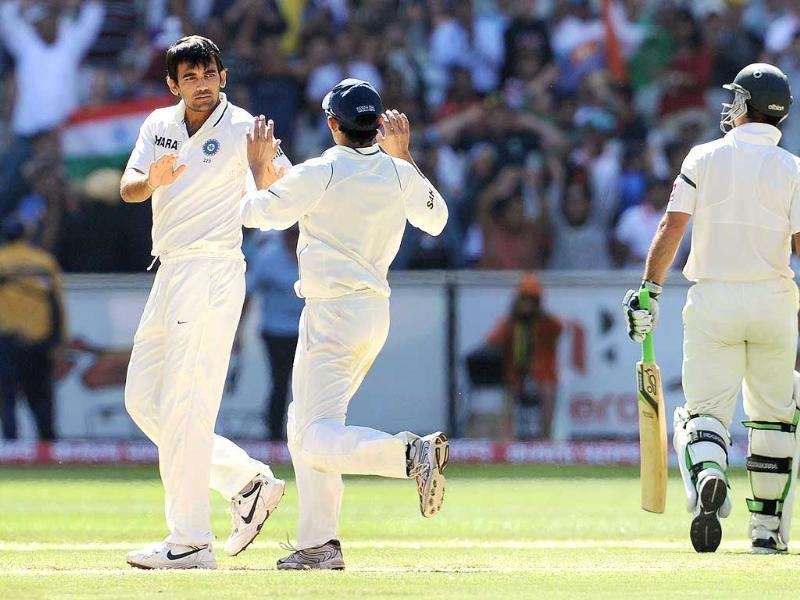 Zaheer Khan (L) is congratulated by teammate Gautam Gambhir after he dismissed Australian batsman Ricky Ponting (R) on the third day of their first Test match at the MCG in Melbourne. AFP Photo