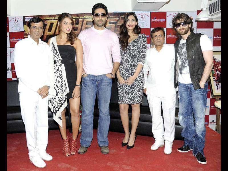 The actors pose with director duo Abbas Mastan.