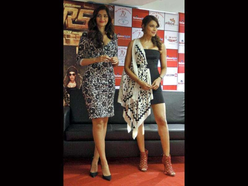Sonam and Bipasha both ooze style and upped the sexy quotient. But clearly Bips' off-shoulder number is bolder of the two.
