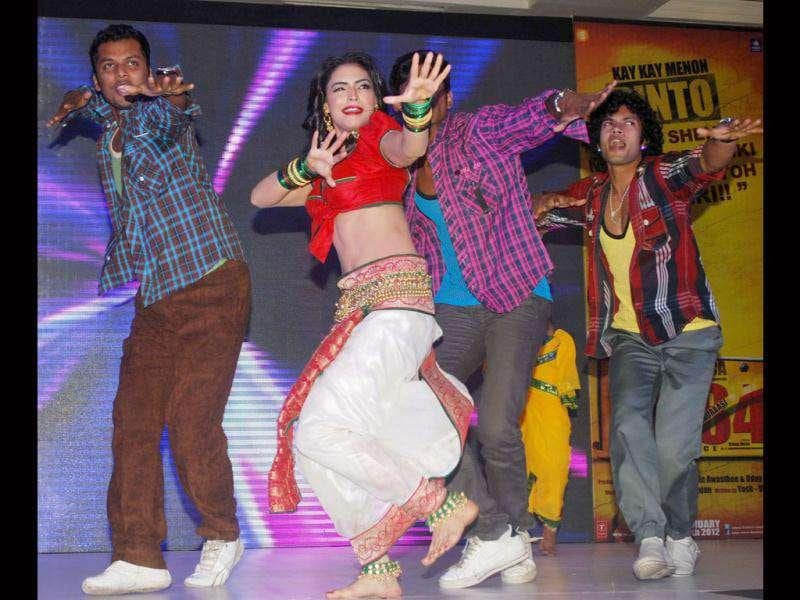 Actor-model Shweta Bhardwaj performs at the event.