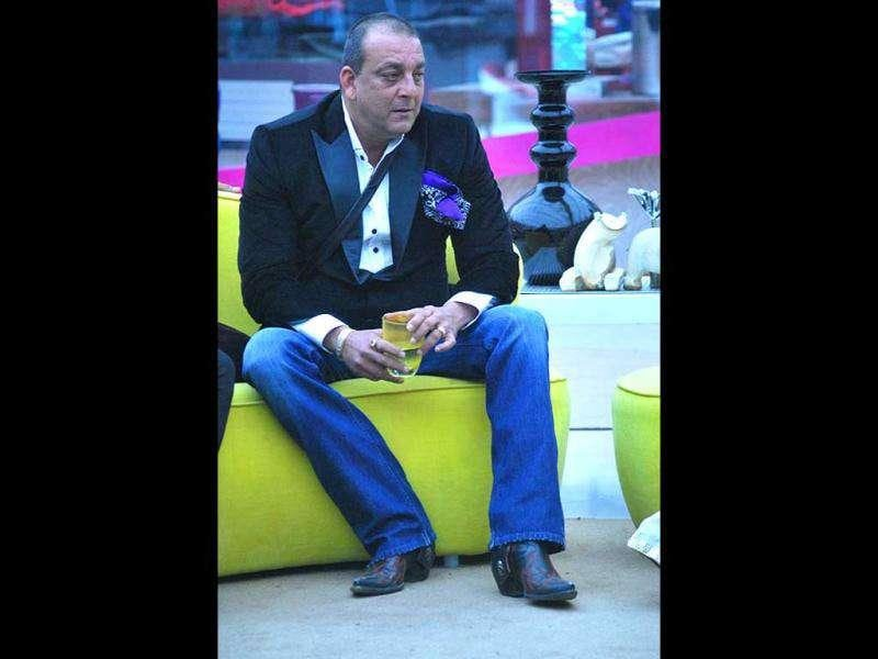 Sanjay Dutt entered the Bigg Boss house to celebrate the New Year with the contestants inside the house. Check out the pics.