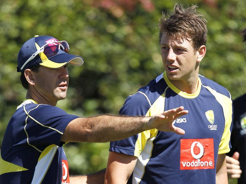 Australia's Ricky Ponting (L) talks to fast bowler James Pattinson during a practice session at the Sydney Cricket Ground. Reuters/Tim Wimborne