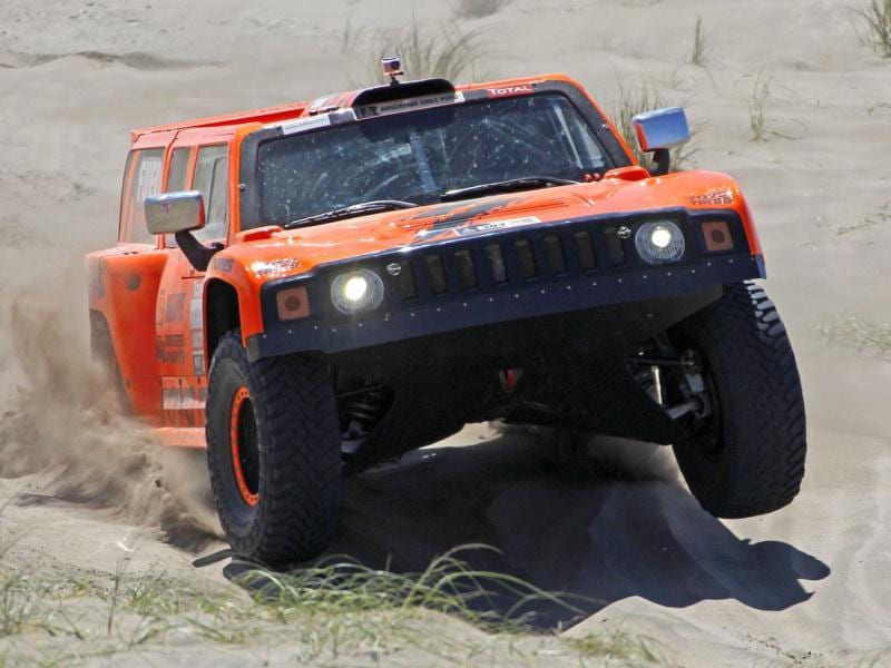 US Robby Gordon and co-pilot Johnny Campbell drive their Hummer during the first stage of the fourth South American edition of the Dakar Rally from Mar Del Plata to Santa Rosa de la Pampa.