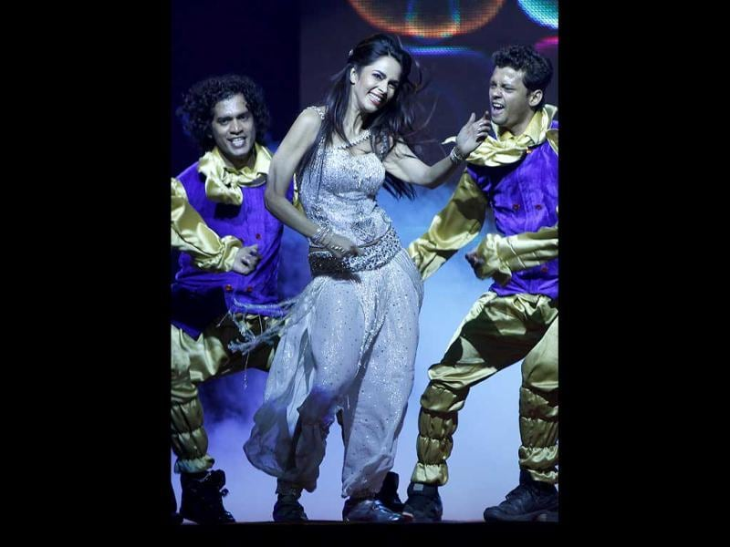Mallika Sherawat, the queen of item numbers, mesmerise all with her performance. (PTI)