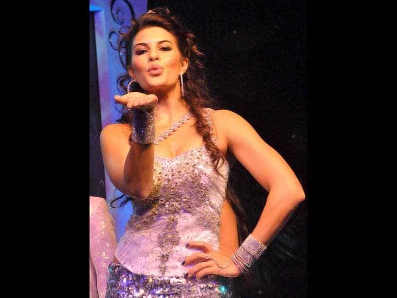 Jacqueline Fernandes performs on stage. (AFP)