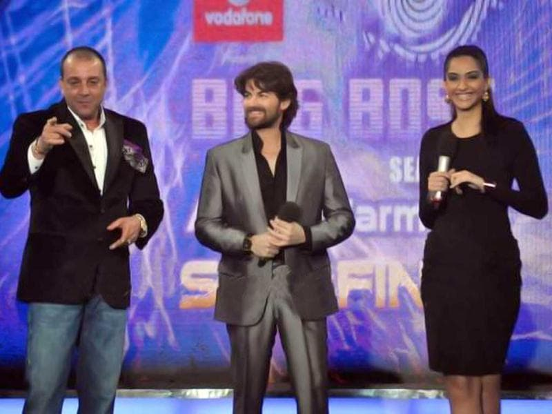 Sonam Kapoor and Neil Nitin Mukesh on the sets of Bigg Boss 5 along with host Sanjay Dutt on Dec 31, 2011.