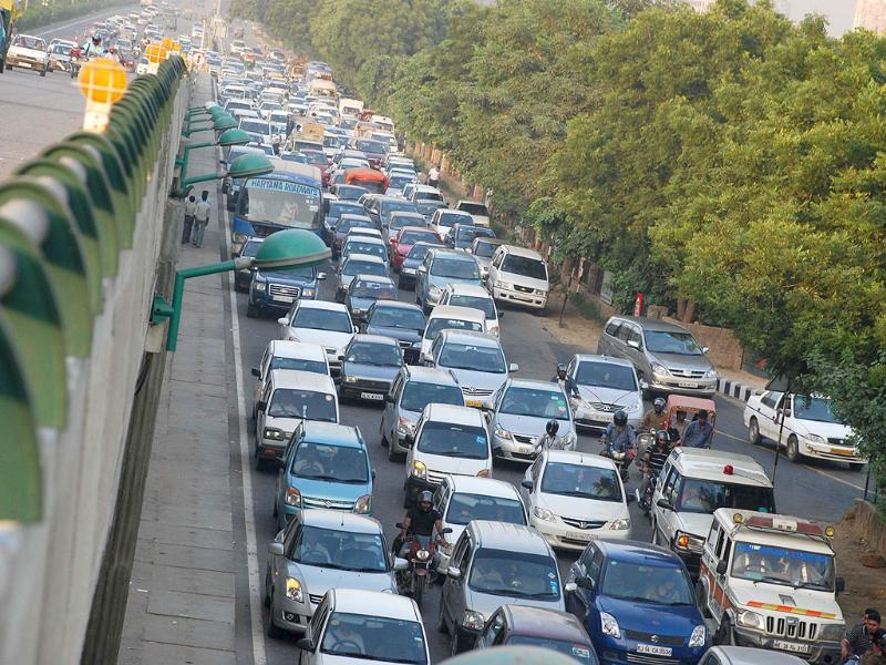 Traffic jam near Signature tower in Gurgaon during road safety week. HT Photo/Manoj Kumar