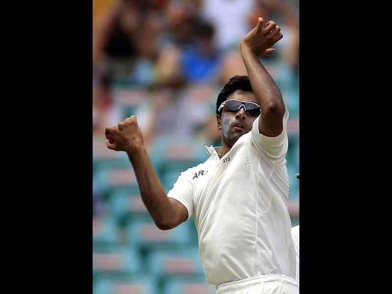 Ravichandran Ashwin bowls to Australia's batsmen on the second day of their cricket test match at the Sydney Cricket Ground in Sydney. (AP Photo/Rick Rycroft)