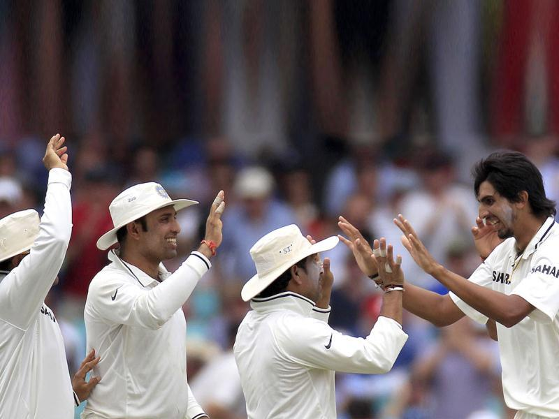 Virender Sehwag and VVS Laxman, congratulate Ishant Sharma, right, after he took the wicket of Australia's Ricky Ponting on the second day at the Sydney Cricket Ground in Sydney.(AP Photo)