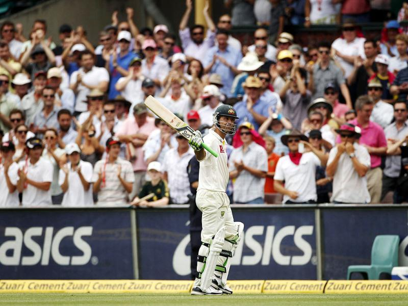 Spectators stand and applaud as Australia's Ricky Ponting walks from the field after being dismissed by India's Ishant Sharma during the second test cricket match at the Sydney Cricket Ground. (Reuters)