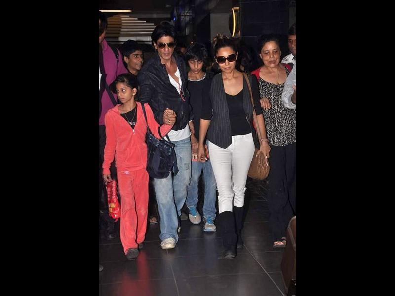 Bollywood superstar Shah Rukh Khan returned from Dubai recently after celebrating New Year. The actor along with his family was surrounded by fans at the airport. Take a look!