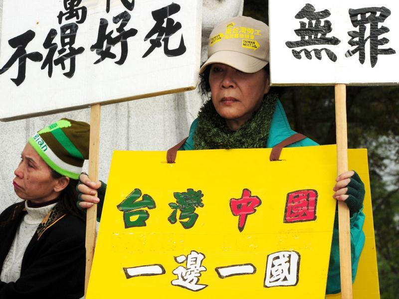 A supporter of former Taiwan president Chen Shui-bian displays placards reading