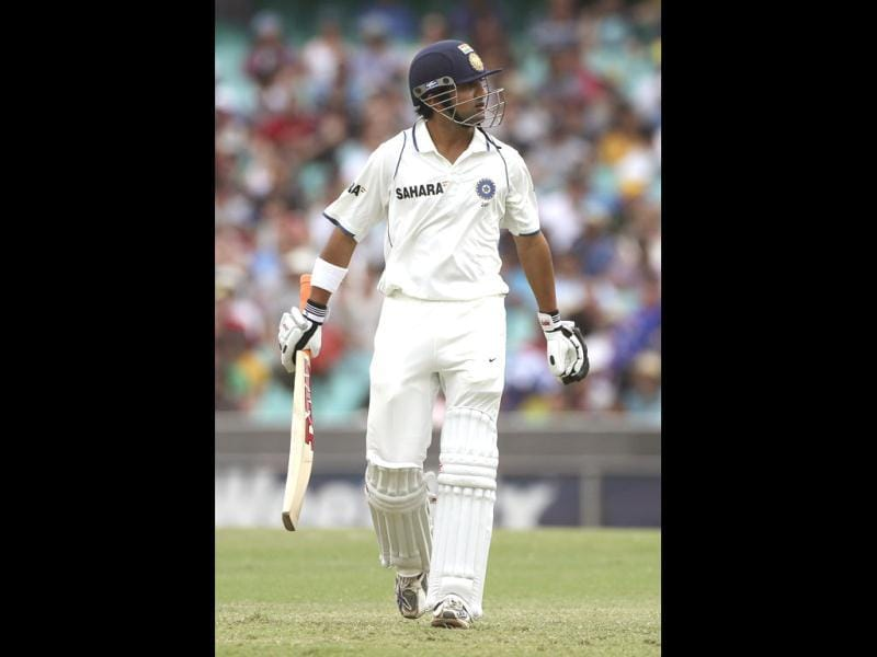 Gautam Gambhir walks off the field after his wicket fell on the fourth day of the second Test match at the Sydney Cricket Ground in Sydney, Australia.(AP Photo)