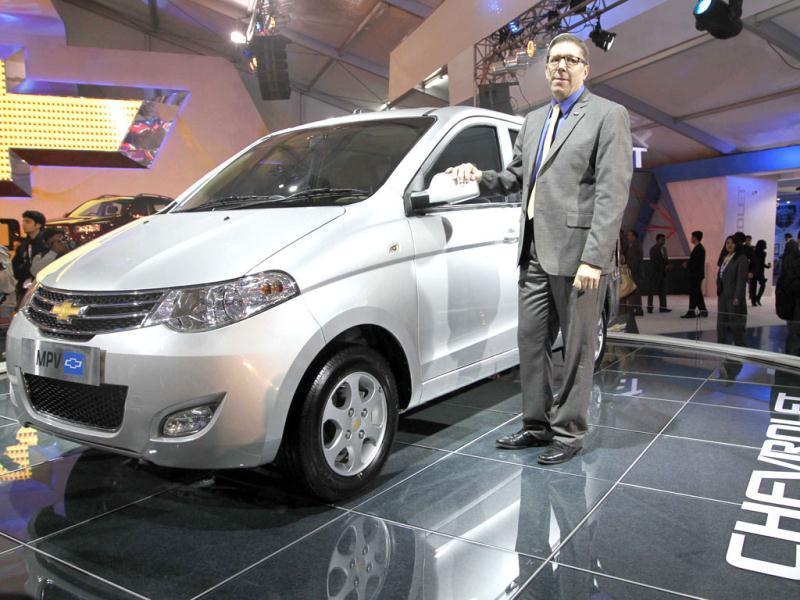 Lowell Paddock president and MD of General Motors Launched MPV car, at the 11th Auto Expo, in Pragati Maidan, New Delhi. (Arvind Yadav/HT)
