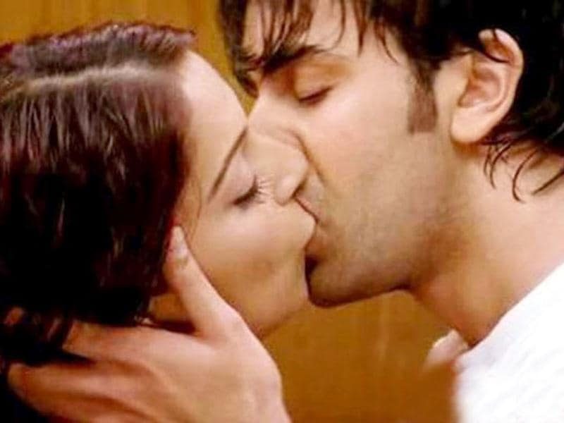 Bipasha kissed her younger co-actor Ranbir Kapoor in Bachna Ae Haseeno.