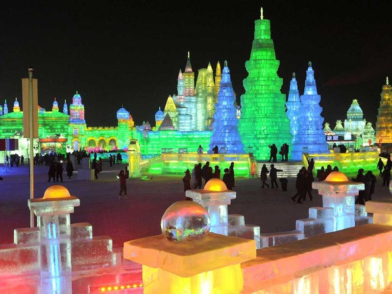 Ice scupltures are displayed at the annual Ice and Snow festival in Harbin, northeast China's Heilongjiang province. Fairy tale palaces, towering pagodas, and even an Egyptian Sphynx - all carved from ice - are among the sights at this year's festival. (AFP Photo)