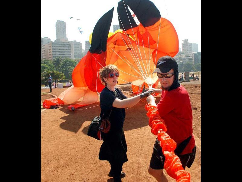 A foreign participant prepares to fly a huge kite during press preview of the 22nd International Kite Festival (IKF) in Mumbai on Saturday. PTI