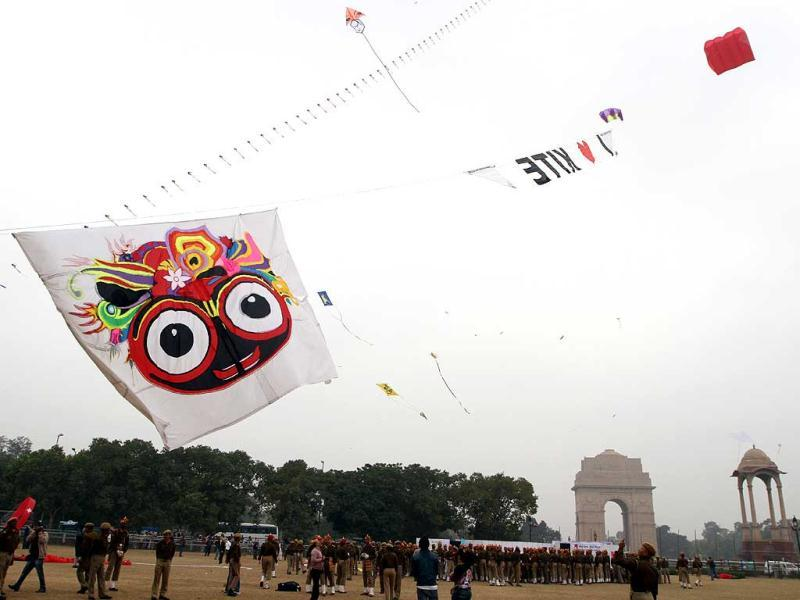 Kites of various shapes and sizes fly near India Gate on the occasion during th Kite festival 2012 , in New Delhi. (HT Photo/Sanjeev Verma)