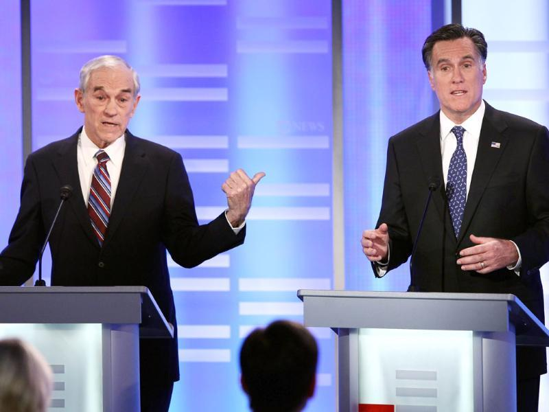 Republican presidential candidates US Republican Ron Paul (R-TX) (L) and former Massachusetts governor Mitt Romney participate in the ABC News, Yahoo! News, and WMUR Republican Presidential Debate at Saint Anselm College in Manchester, New Hampshire. (AFP Photo)