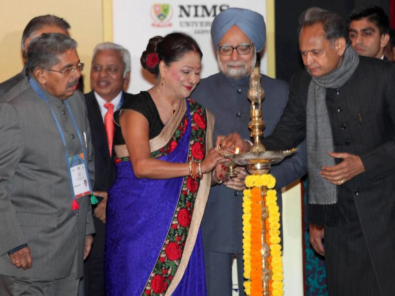 Prime Minister of Trinidad and Tobago, Kamala Persad Bissessar (2L) along with Prime Minister Manmohan Singh (C) Rajasthan chief Minister Ashok Gehlot (R) and minister for overseas Indian affairs Vayalar Ravi (L) at the opening ceremony of the 10th Pravasi Bharatiya Divas 2012 (Overseas Indian Conference) in Jaipur. (AFP Photo/Raveendran)