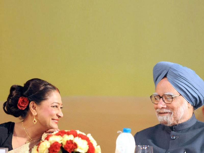 Prime Minister Manmohan Singh (R) and Trinidad and Tobago PM Kamala Persad Bissessar speak during the opening ceremony of the 10th Pravasi Bharatiya Divas 2012 in Jaipur. (AFP Photo/Raveendran)