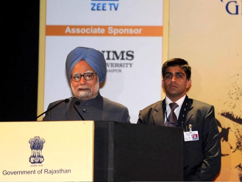 Prime Minister Manmohan Singh (L) delivers a speech during the opening ceremony of the tenth Pravasi Bharatiya Divas 2012 (Overseas Indian Conference) in Jaipur. (AFP Photo/Raveendran)