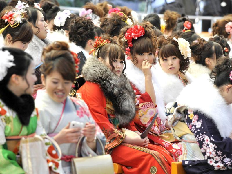 Women wearing kimonos attend the annual coming-of-age day ceremony hosted by Urayasu city at the Tokyo Disneyland. (AFP Photo/Kazuhiro Nogi)