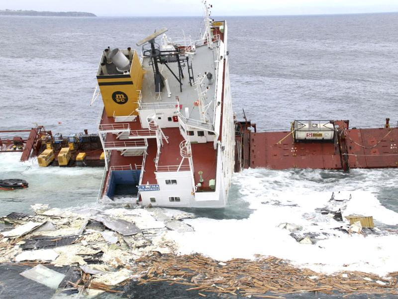 Debris floats around the bridge of the stricken container ship Rena as it submerges, about 14 nautical miles from Tauranga, on the east coast of New Zealand's North Island. (Reuters/Maritime New Zealand/Handout)