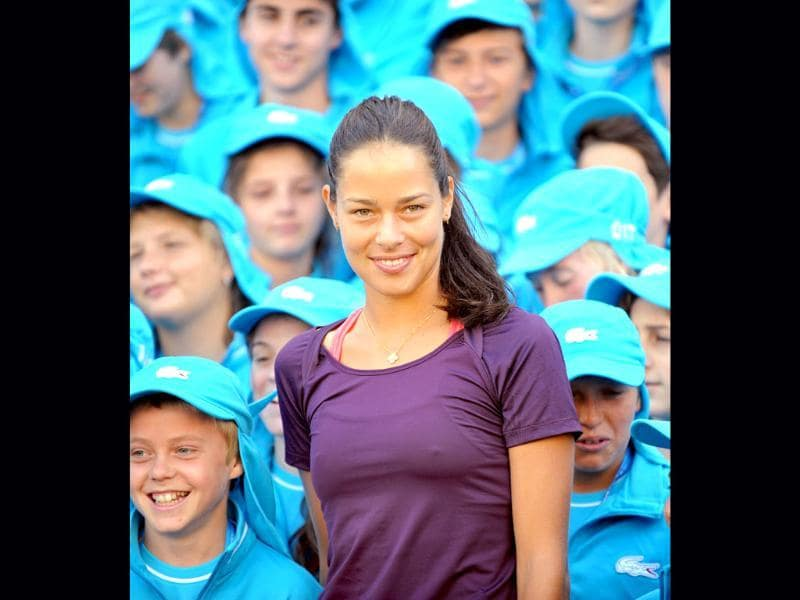 Tennis player Ana Ivanovic of Serbia (C) poses with ball boys and girls on the step of Victoria's state parliament, in Melbourne. (AFP Photo/William West)
