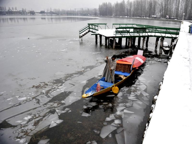 A boatman uses his oar to break through ice on Dal Lake in Srinagar. The icy temperatures has frozen many bodies of water in Kashmir, as well as drinking water taps while an avalanche warning has been issued in some snowbound hilly areas. AFP Photo/Tauseef Mustafa