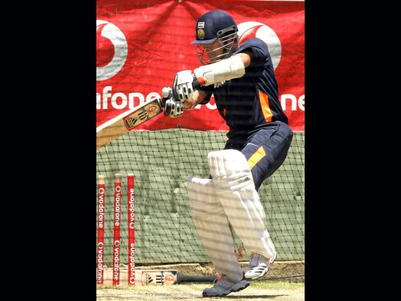 Sachin Tendulkar practices in the nets for the third cricket test match against Australia in the Border-Gavaskar Trophy Series at the WACA ground in Perth. (AFP Photo)