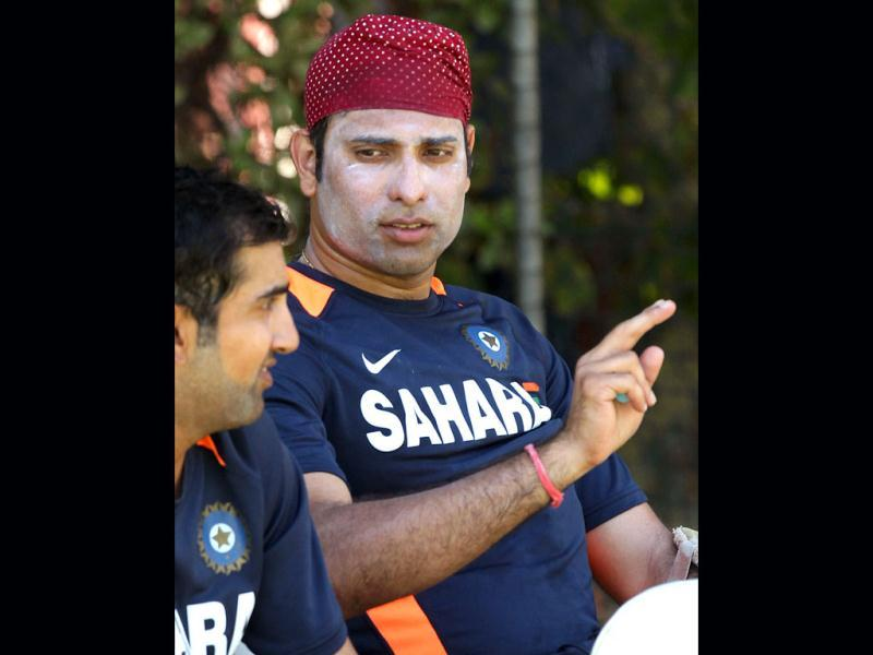 VVS Laxman (R) speaks with Gautam Gambhir (L) during a practice session ahead of the third cricket test match against Australia in Perth. (AFP Photo)