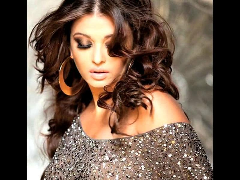 Aishwarya Rai Bachchan's first look from the film Heroine is back in sight. Celebrity photographer Dabboo Ratnani had launched Ash's photographs as the first look of his 2012 calendar. See her behind the scenes of Dabboo Ratnani's calendar shoot!