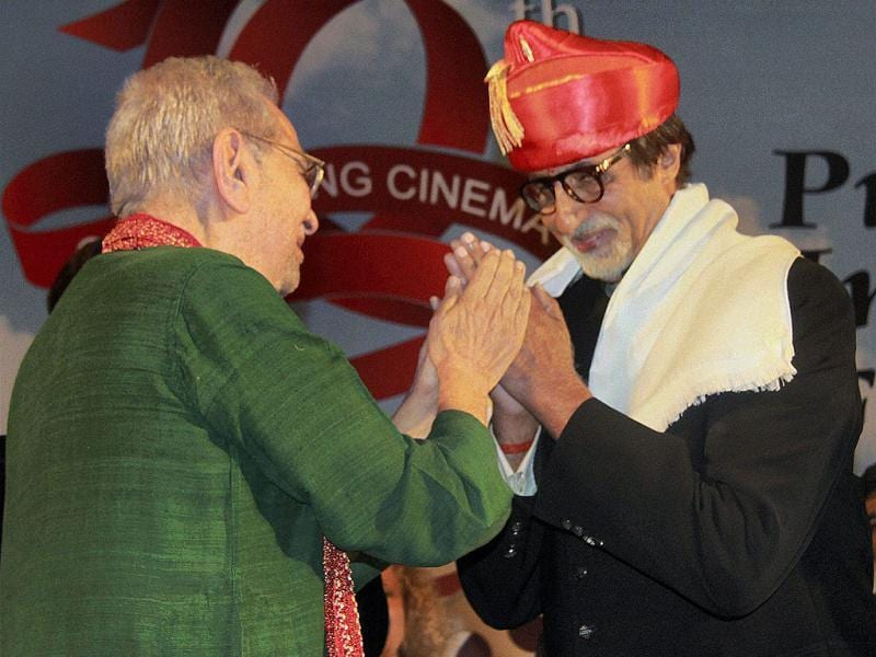 Amitabh Bachchan was honoured by veteran actor Shreeram Lagoo at the film festival.