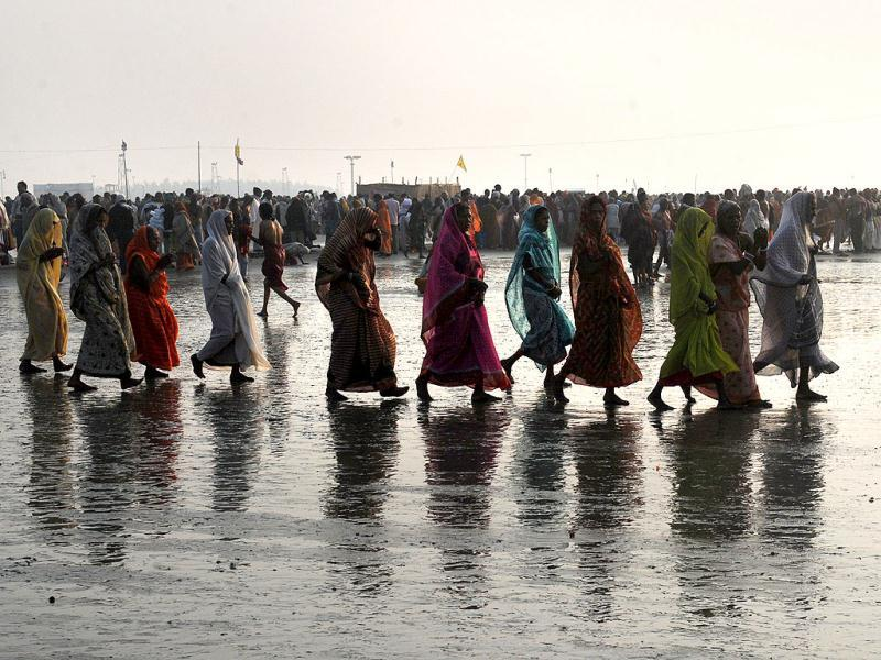Pilgrims walk to take a dip at the holy river Ganga at the Gangasagar some 155km south of Kolkata. Thousands of pilgrims have started to converge for the Gangasagar Mela which will culminate in a dip in the ocean at the confluence of the River Ganges and the Bay of Bengal on the occasion of Makar Sankranti. AFP photo/Dibyangshu Sarkar