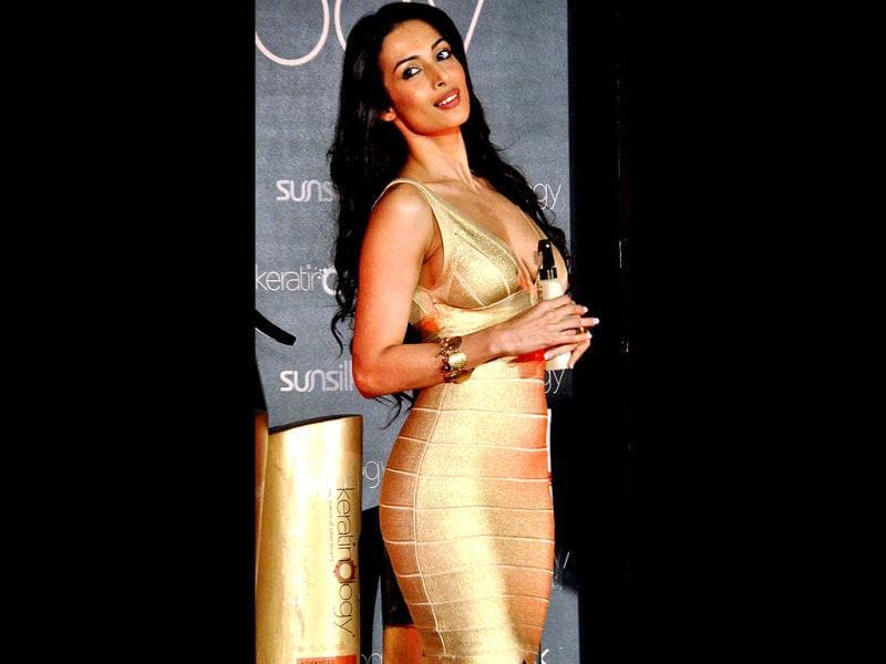 Hot Malaika Arora Khan sizzled in a short gold dress at the Sunsilk event recently. Check her out!
