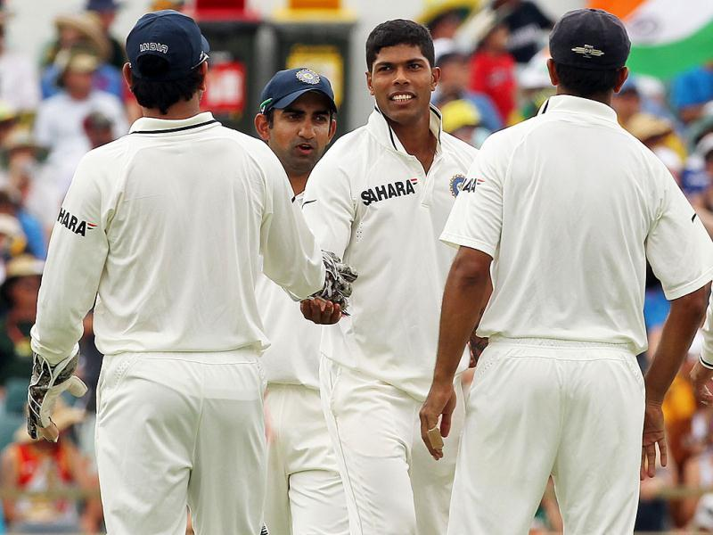 Umesh Yadav (C) celebrates with teamates after taking the wicket of Australian fast bowler Peter Siddle (R) on day 2 of the third cricket Test match at the WACA ground in Perth. -AFP Photo