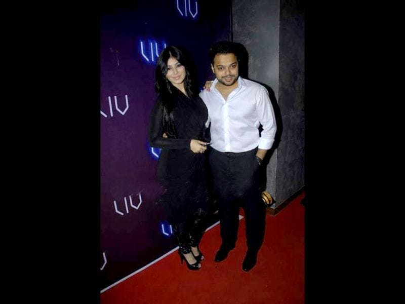 Ayesha poses with hubby Farhan in an all-black ensemble at the launch of his Club Liv.