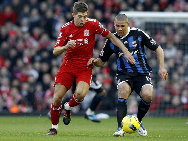 Liverpool's Steven Gerrard (L) challenges Stoke City's Jonathan Walters (R) during their English Premier League soccer match at Anfield in Liverpool. (Reuters/Phil Noble)
