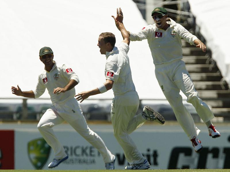 Australia's Peter Siddle (C) celebrates with his teammates after taking the final wicket as Australia won their third cricket Test against India at the WACA in Perth. Reuters photo