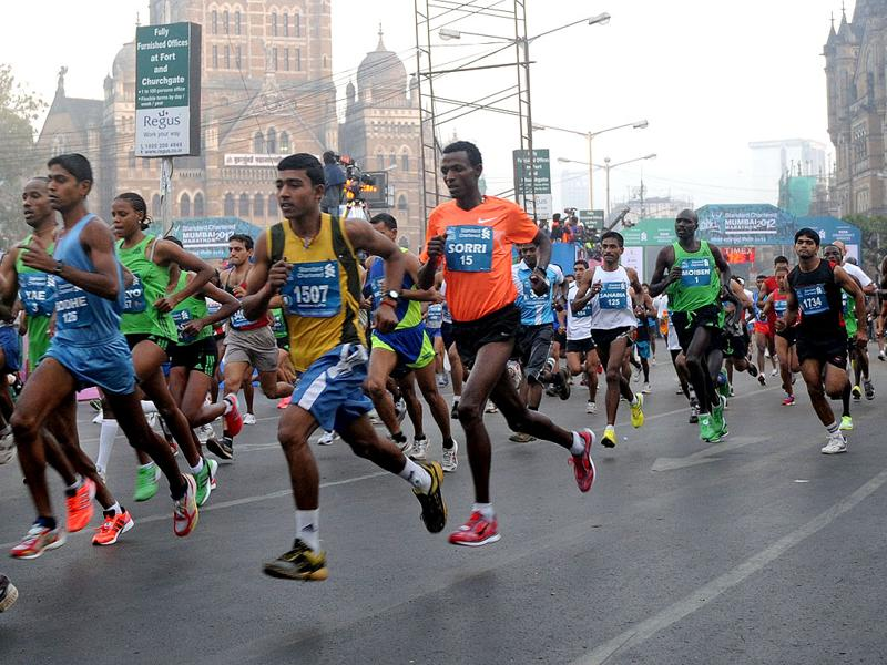 Athletes participate in the Standard Chartered Mumbai Marathon 2012, in Mumbai. AFP PHOTO/Punit Paranjpe