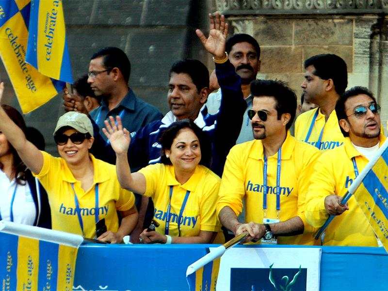 Vijay Amritraj, Tina Ambani, Anil Kapoor and Mahima Choudhary cheer for the elderly participants from the Harmony Foundation during the Standard Chartered Mumbai Marathon 2012 in Mumbai. PTI Photo/Shirish Shete