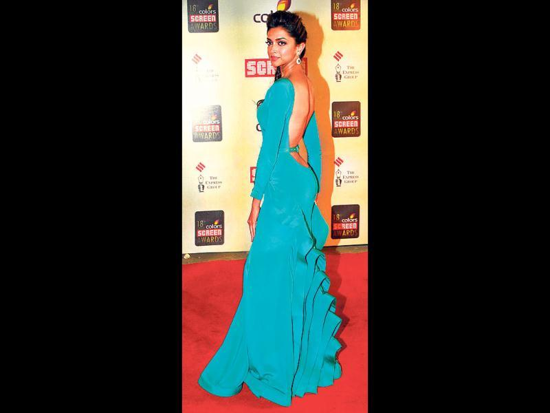 Deepika Padukone looked absolutely stunning in a teal backless gown. (HT Photo: Prodip Guha)