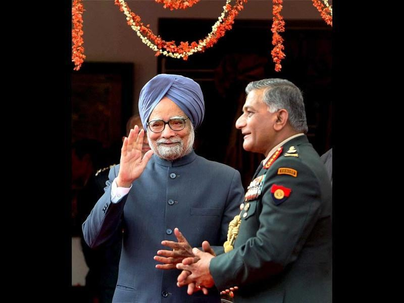 Prime Minister Manmohan Singh with Army Chief VK Singh during an 'At Home' organized on the occasion of Army Day, in New Delhi. PTI Photo/Shahbaz Khan.