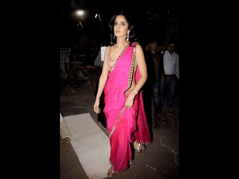 Beautiful Katrina Kaif flaunted her curves in a pink sari with light golden border.