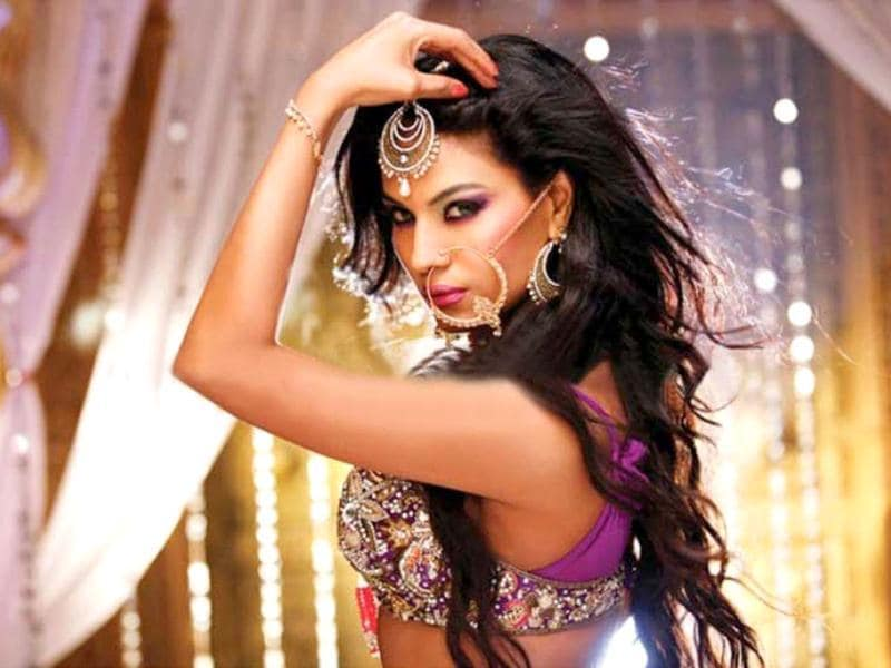 Besides wearing a hot costume for the sequence, Veena Malik has also sported a nathani, which was added to her look on her own request.