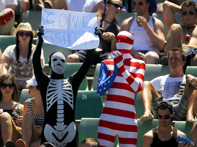Fans of Mardy Fish of the US watch courtside during his men's singles match against Gilles Muller of Luxembourg at the Australian Open tennis tournament in Melbourne. Reuters/Mark Blinch
