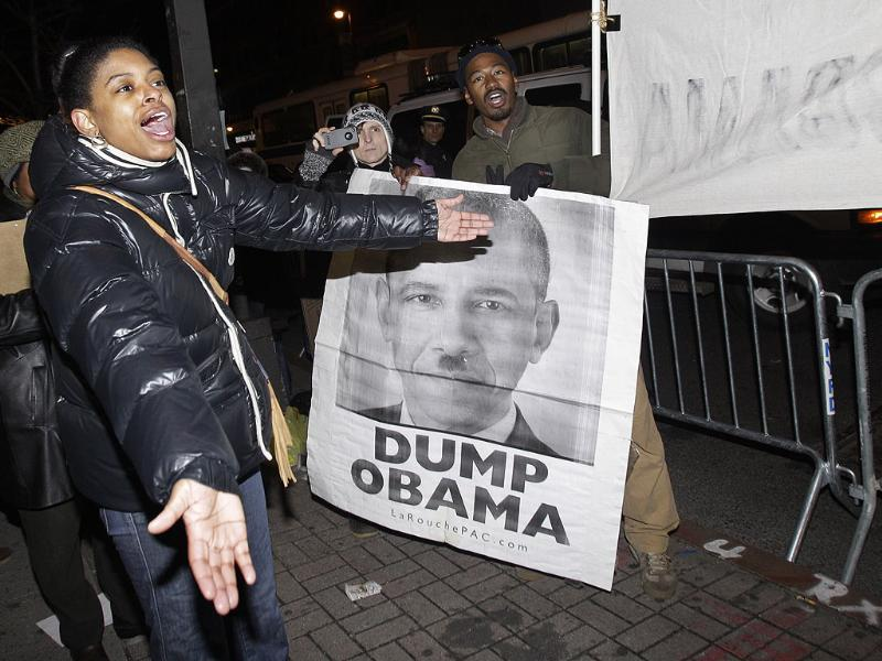 An unidentified woman objects to the presence of anti-Obama protesters across the street from Harlem's famed Apollo Theater where US President Barack Obama held one of several fundraisers he attended in New York. AP Photo/Kathy Willens.
